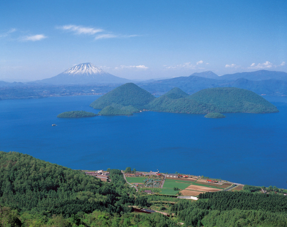 The-Lake-Toya